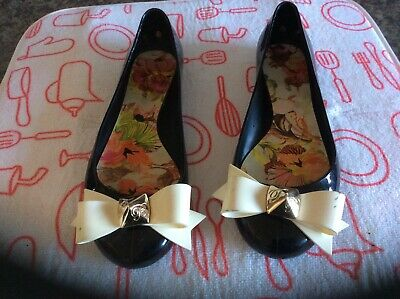 Ladies flat shoes size 6 by Ted Baker in black