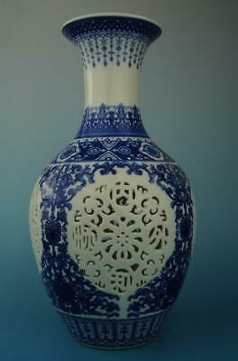 chinese old Blue and White porcelain flower pattern hollow out vase e01