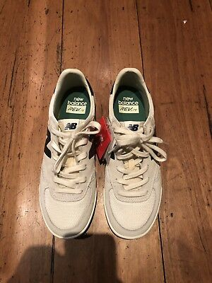 ab6fc0ca7500 NEW BALANCE CRT300 White Grey Us Size 8.5 Good Condition -  30.00 ...