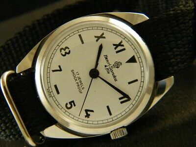 VINTAGE HAND-WINDING SWISS MADE WRIST WATCH 235-a125512-9