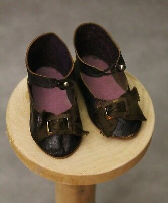 Pretty antique dark brown leather shoes.