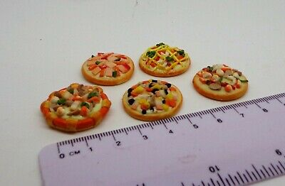 1:12 Scale 2.6cm Pizza /& A Wooden Holder Tumdee Dolls House Miniature Accessory