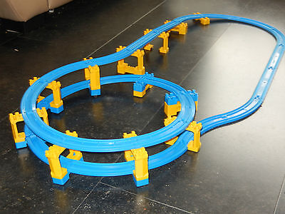 tomy trackmaster thomas the tank engine spiral type train set