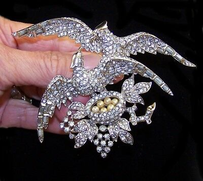 MB BOUCHER Pave and Baguettes Lovebirds on a Nest Pin
