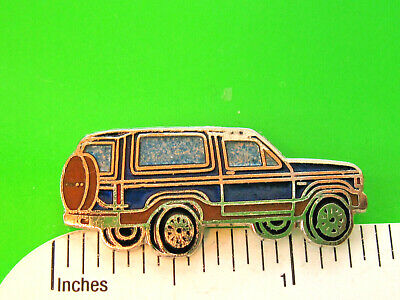 tie tac  GIFT BOXED jb 4228 hatpin lapel pin hat pin FORD  GT crown