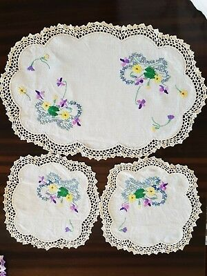 Vintage Embroided Crochet Edge Doiley / Dutchess Set