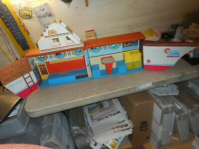 Vintage 1974 BARBIE DREAM BOAT Playset & Storage Boat Folds Chris Craft , AS IS