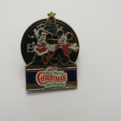 Disney WDW Mickey's Very Merry Christmas Party Mickey and Minnie Dancing Pin