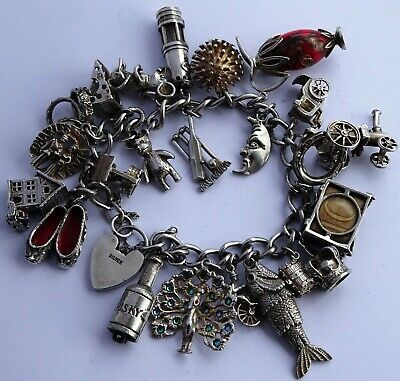 Amazing vintage solid silver charm bracelet & 23 charms.Rare, open, move 94.8g