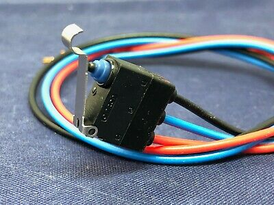 D2HW-BL231M Omron SPDT-NO/NC Simulated Roller Lever Microswitch, 2 A @ 12 V dc