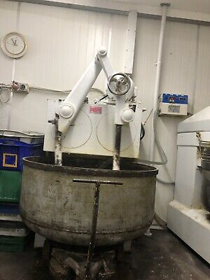 Used English ARM DOUGH BAKERY BAKER MIXER 250 Kg Flour in good condition。