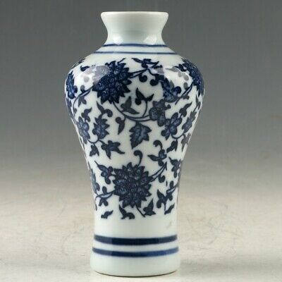 Chinese Porcelain Hand-painted Flower Vase W Daqing Qianlong Mark MY1290
