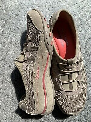 sketchers womens shoes Size 9 AS NEW