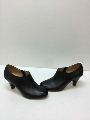 3a52de3aa8ae NATURALIZER  Lucca  Black Leather Side Zip Round Toe Heels Women s Size 6.5  M