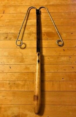 Vtg/Antique FULLER Rusted Twisted Wire Mini Rug Beater Wood Handle Farm Country