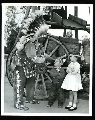 Vintage Knotts Berry Farm Indian Chief With Little Girl & Boy 8X10 Photo
