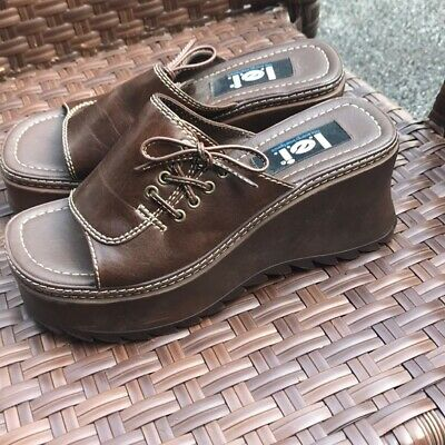 9a937c5679ee5 VINTAGE 90S WOMENS LEI Brown Platform Heel Loafer Goth Punk Clueless ...