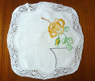 (C) Beautiful Linen Hand Embroidered Lace Edge Doily Gold Flower 22Cm Diam  Vgc