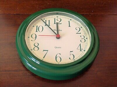 Vintage Westclox green kitchen wall clock retro 1970s 1980s battery quartz