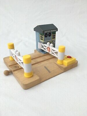 Thomas Wooden Railway Hatt St Level Crossing Lights And Sounds For Brio Trains