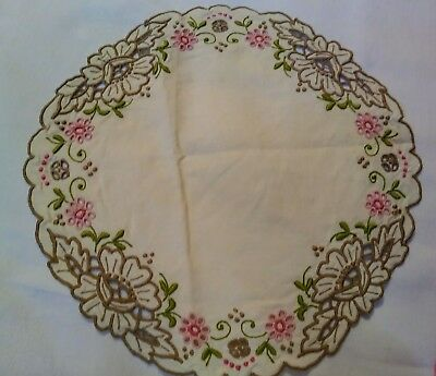 """Gorgeous Embroidered and Cutwork Set of 2 Vintage Madeira Rounds / Doilies 10"""""""