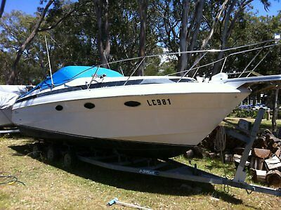 Wellcraft cabin cruiser currently at gippsland lakes