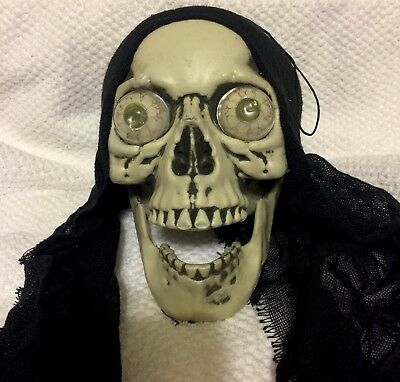 Graveyard Skull With Light Up Color Eyes Halloween Decoration Prop Creepy New