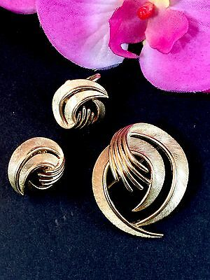 1960'S Crown Trifari Satin Gold-Tone Finish Spiral Flourish Brooch Earrings Set