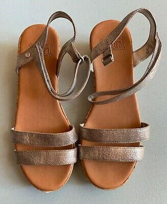 fe9bc6cf85c UGG SANDALS BIG Kids 5 Joblyn Leather Strappy Wedge Heel Shoes Metallic  Silver