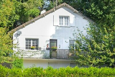 Chalet style 4 bed French property in Charroux Poitou-Charentes - Historic area