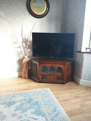 Old charm style tv stand / cabinet lovely solid piece