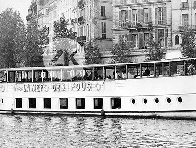 LA NEF DES FOUS Ship of Fools BATEAU-MOUCHE Seine PUBLICITE Paris Photo 1965