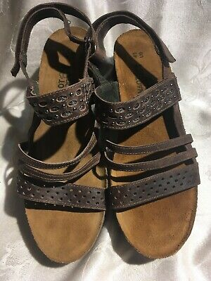 1b0392d7ab Naot Women's Brown Leather Silver Studded Small Heeled Sandals Size 10/41