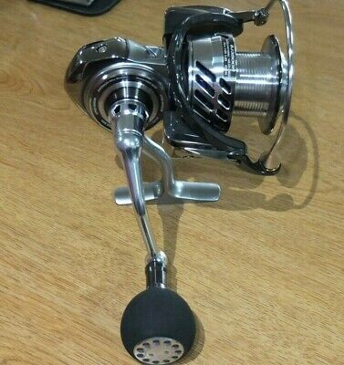 92635017bb1 Daiwa SALTIGA BJ Bay Jigging 3500H Spinning Reel Never Been Fished Mint!