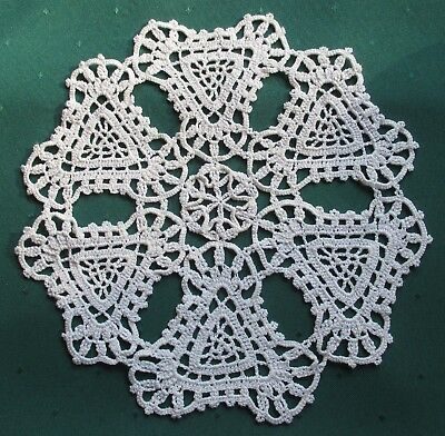CHARMING VINTAGE HAND-CROCHETED OFF-WHITE ROUND DOILIE - 21.5 cms