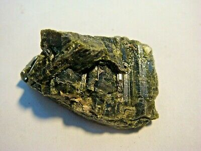 Epidote Crystal Cluster Mineral Specimen From Mount Isa Queensland 12.6 grams