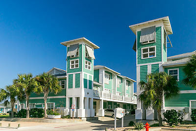 3 Nights: 3BR Townhome with Tower Views Condo by RedAwning ~ RA88491