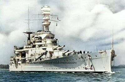 Royal Navy Light Cruiser Hms Belfast Leaves Portsmouth For London - Sept 1971