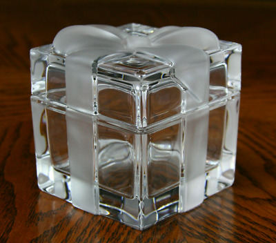 4da3981043d TIFFANY   CO Crystal Gift Trinket Box With Frosted Ribbon And Bow ...