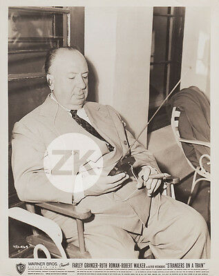 ALFRED HITCHCOCK Radio STRANGERS ON A TRAIN Cigare Tournage Photo 1951