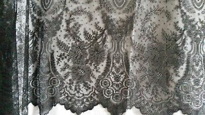 Dentelle de Chantilly-  French Chantilly Lace (L: 210cm H: 88cm)