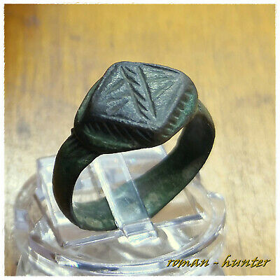 """  EXCELLENT "" Ancient Bronze Roman Ring"