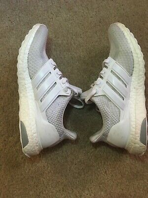cf20117e2c6 Adidas Ultra Boost 2.0 Triple White Youth Size 7 Pre-owned Great Condition