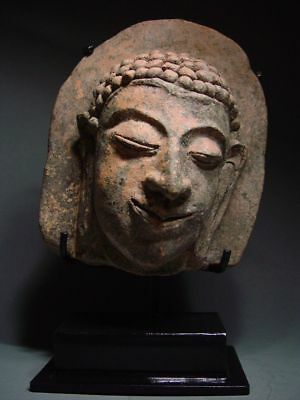 ANTIQUE TERRACOTTA MEDITATING MON HARIPHUNCHAI BUDDHA HEAD, TEMPLE RELIC 13th C.