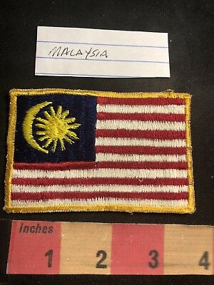 Vintage MALAYSIA FLAG Souvenir Patch For The World Traveler 91C3