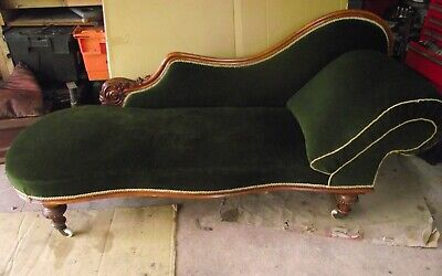 Antique Walnut Mid Victorian Quality Chaise Lounge