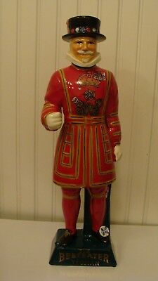 Vintage The Beefeater Yeoman Decanter Statue Carlton Ware, Staffordshire England
