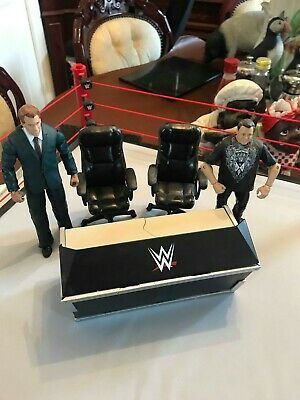 WWE Mattel Wrestling Breakable Announce Table with chairs and figures 2