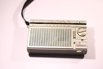 VINTAGE DIXONS R-390 PORTABLE  LW/MM/LW Portable 3 Band Radio In Silver