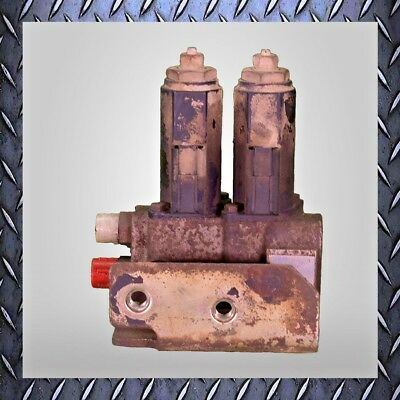 Used CAT 303C CR Boom Swing/Auxiliary Manifold & Solenoid 267-0424 /